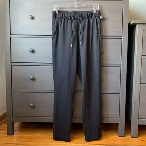 Lululemon black track pants sz 6 (a87)